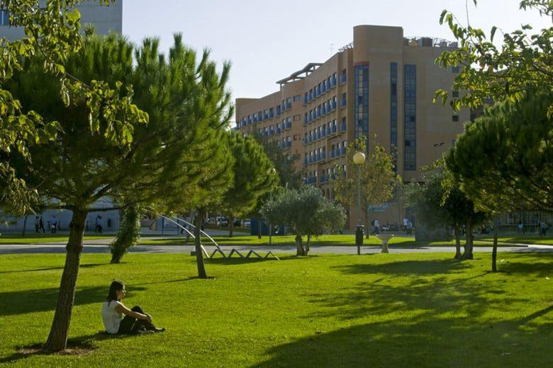 Vistas de la Residencia Universitaria en Valencia Galileo Galilei desde el campus universitario de la Universidad Politécnica.